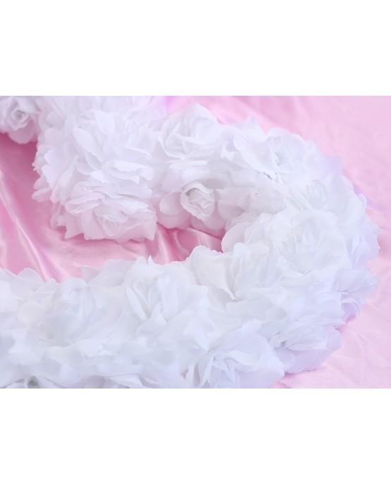 Dekorácia-biele srdce z ruží